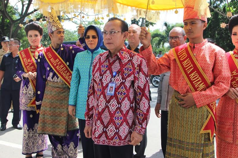 Penjemputan dengan adat Pemerintah Kotamobagu kepada Kepala BKKBN Pusat