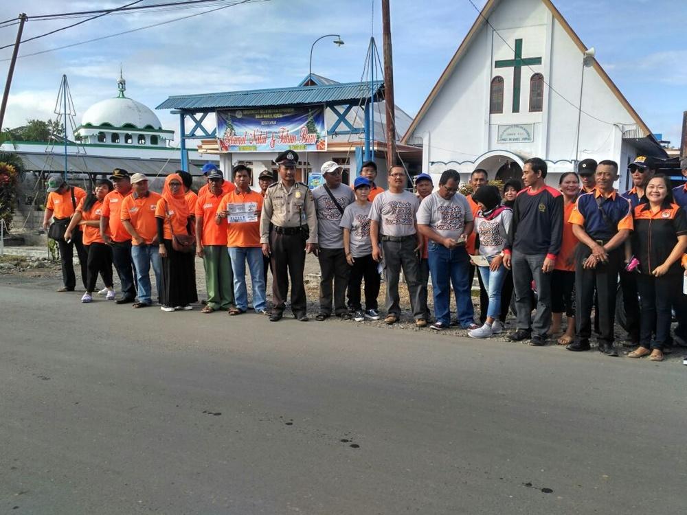 Foto bersama di tengah-tengah pelaksanaan sosialiasi ke pemilih untuk Pilkada Bolmong