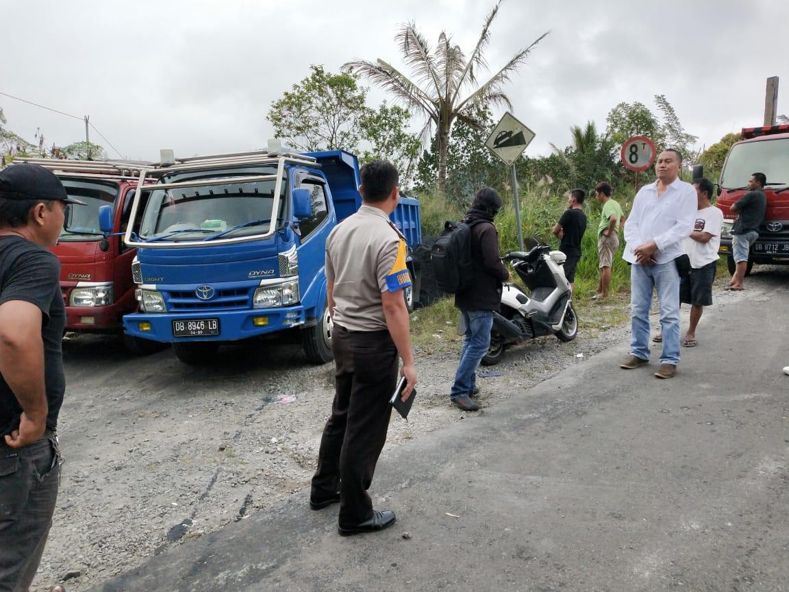 Truck Pengangkut Pasir Besi Diduga Ilegal Dihadang Oleh Camat Mooat