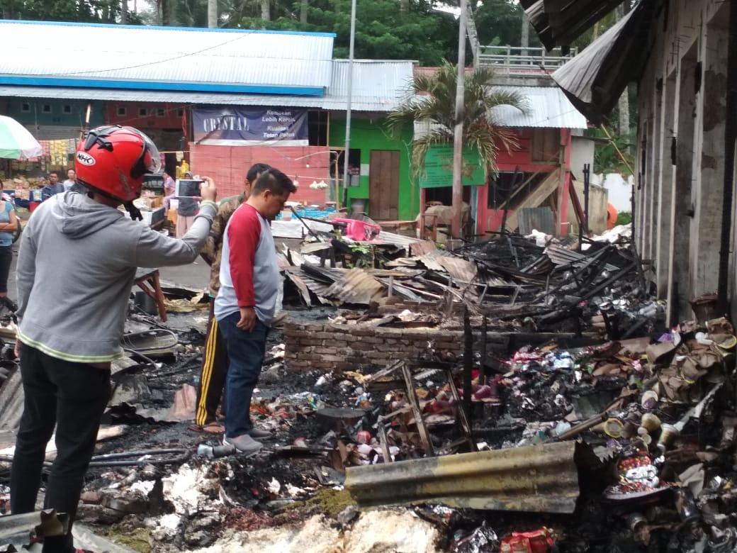 Tinjau Lokasi Kebakaran di Pasar Pocil, Wawali Minta Tunggu Hasil Penyelidikan Polisi