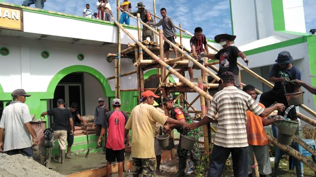Babinsa Desa Salongo Bantu Warga Bangun Masjid