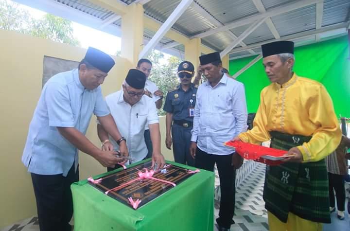 Bupati Bolmut Resmikan Penggunaan Sarana dan Prasarana Olahraga di Desa Pontak