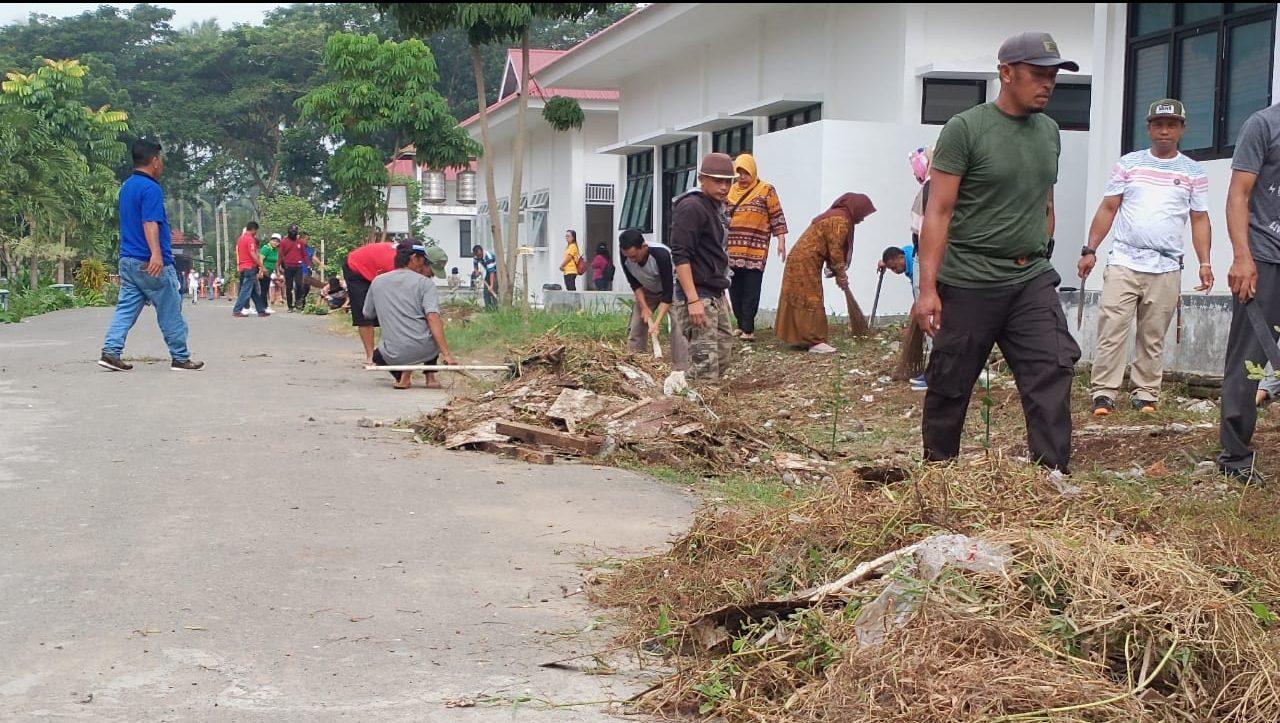Bersihkan RSUD Pobundayan