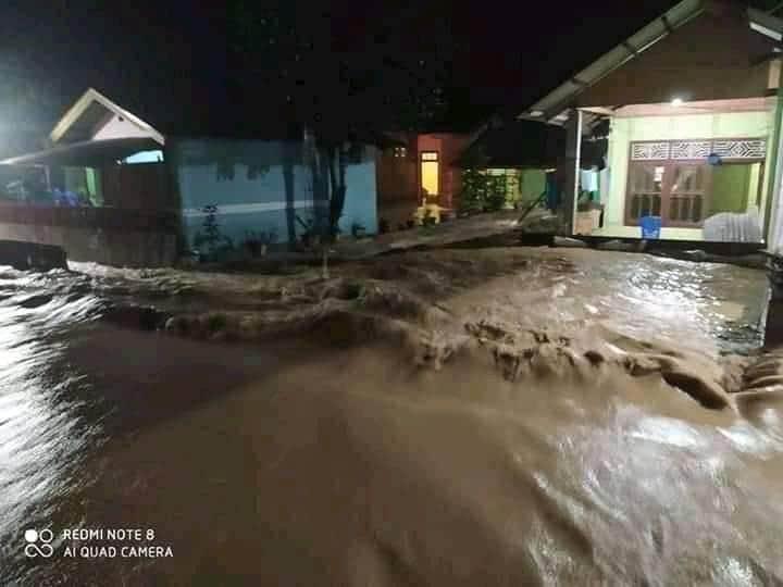 Hujan Intensitas Tinggi Sebabkan Toruakat Banjir Setinggi Lutut