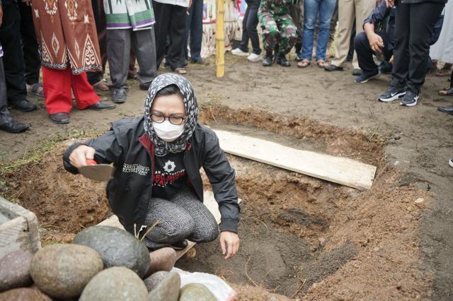Yasti Letakkan Batu Pertama Pembangunan Pesantren Tahfizh Daarul Qur'an Ayyastiyah