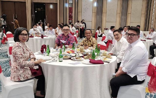 Batal Kunjungi Lolak, Yasti Temui Menteri Investasi di Manado