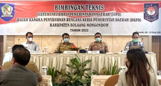 Pimpinan dan Anggota DPRD Bolmong Ikuti Bimtek SIPD Penyusunan RKPD TA 2022