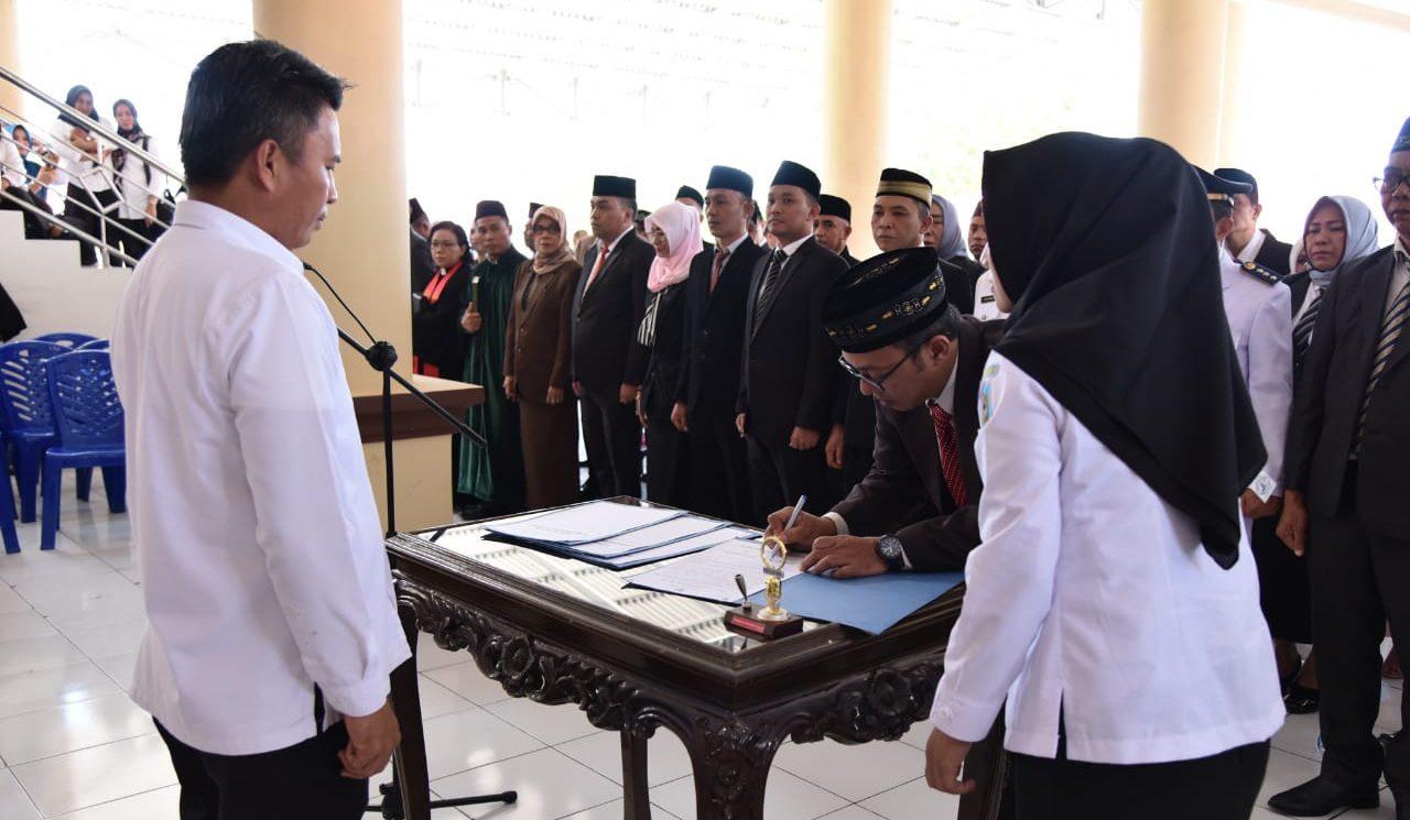 Rolling, Puluhan Pejabat Eselon II, III dan IV Dikukuhkan Sekda Bolmong