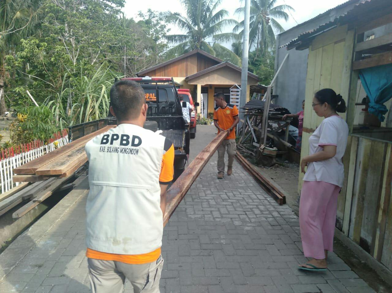 Korban Angin Kencang di Pangi Terima Bantuan