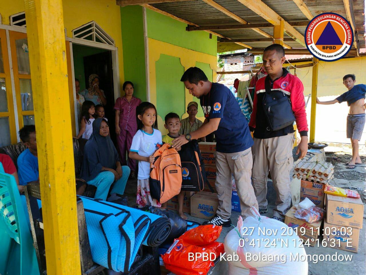Pemkab Bolmong Distribusikan Bantuan Untuk Korban Kebakaran Mopait