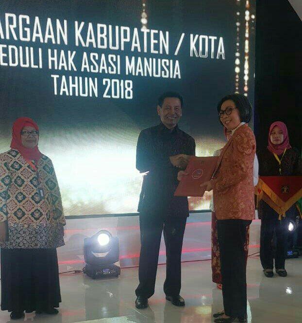 Yasti Terima Penghargaan Kabupaten Peduli HAM