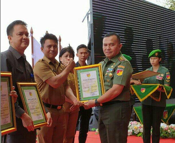 Pangdam XIII Merdeka Berikan Pemkab Bolmong Penghargaan