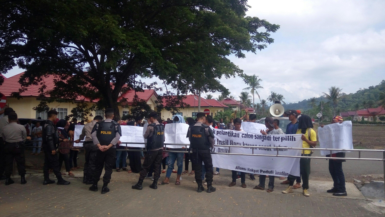 Protes Hasil Pilsang, Massa Pendukung Salah Satu Calon Insil Baru Gelar Aksi